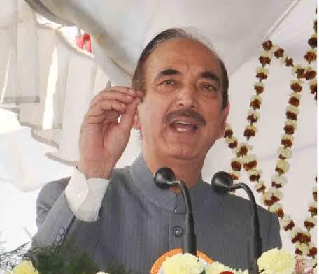 AIIMS Raipur-Shri Ghulam Nabi Azad, Hon' ble Minister for Health & Family Welfare, Govt. of India, addressing the audience